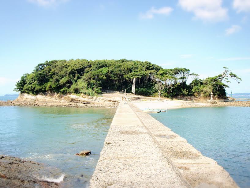 佐久島、フェリーで行くアートの島で釣りもグルメも楽しむ