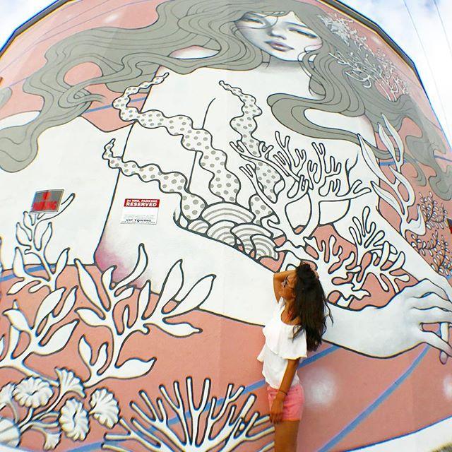 カカアコウォールアート AUDREY KAWASAKI WALL