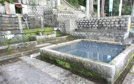 清水霊泉(唐櫃の清水)