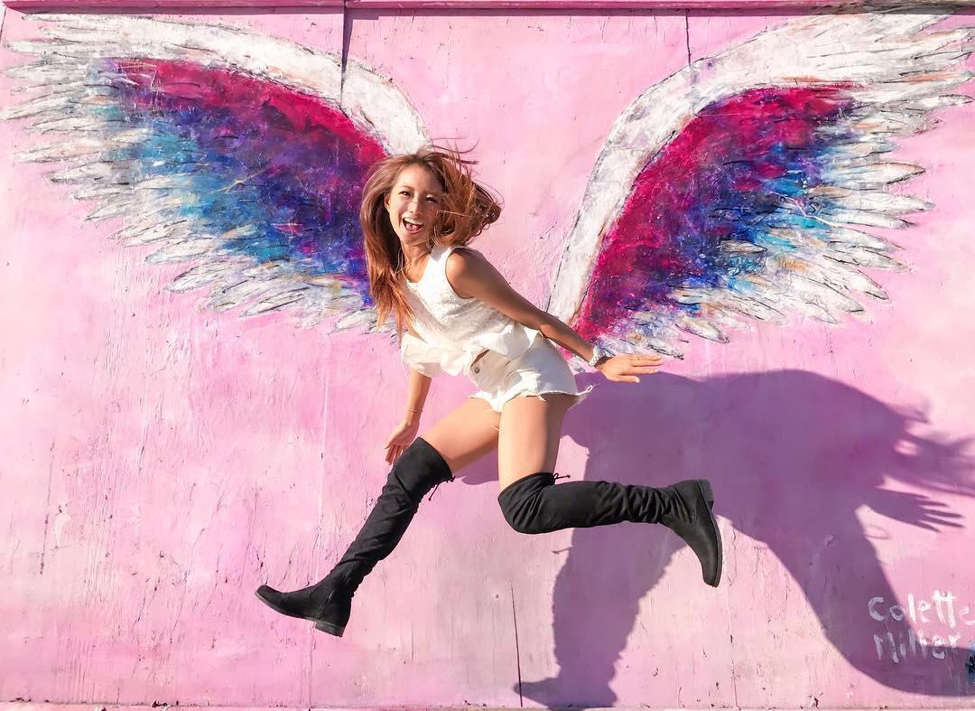 メルローズ ピンクの天使の羽の壁