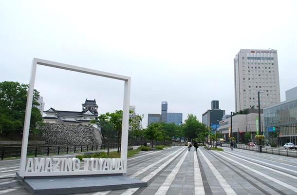 富山城址公園南西広場のAMAZING TOYAMA