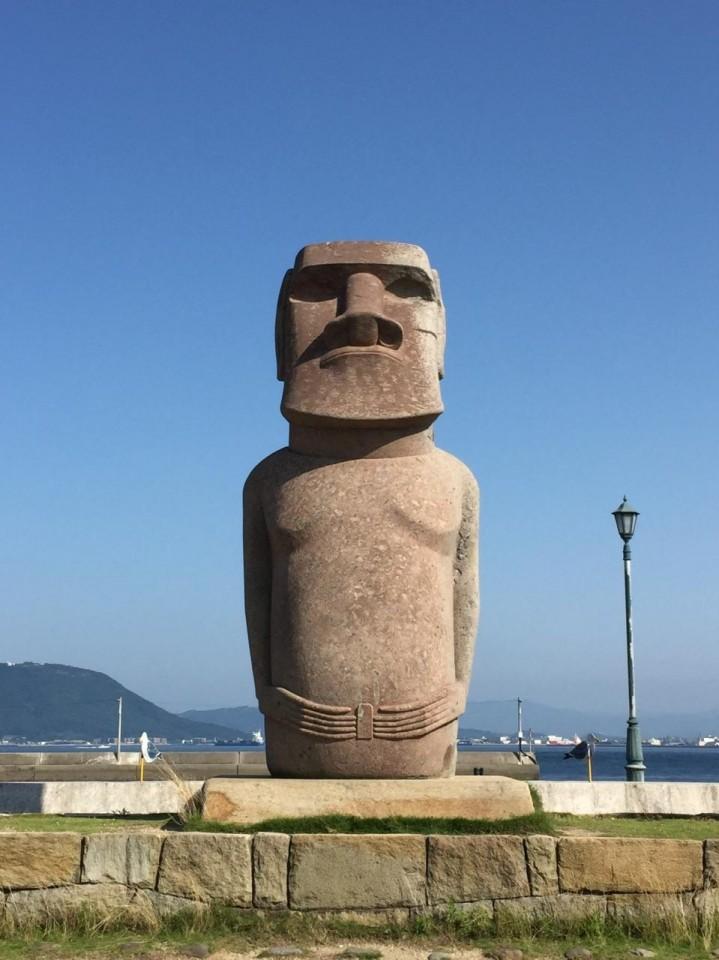 香川県 モアイ像