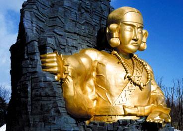 黄金の巨大神像