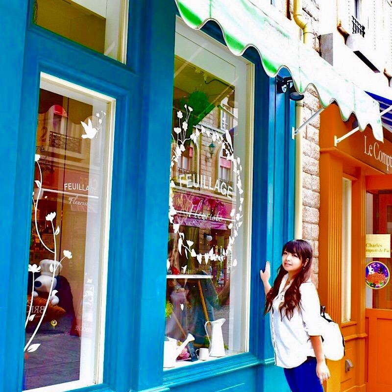 リサとガスパールタウンの緑色の店舗