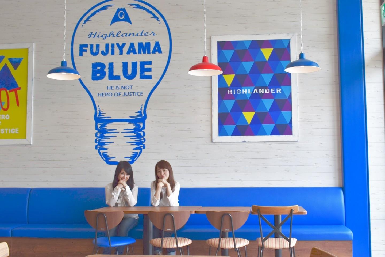 フードスタジアムのブルーエリア青色アート