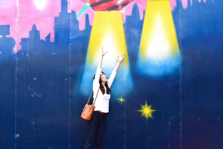UFOに連れ去られる壁画