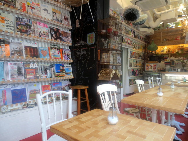 INTERIOR BOOKWORM CAFE