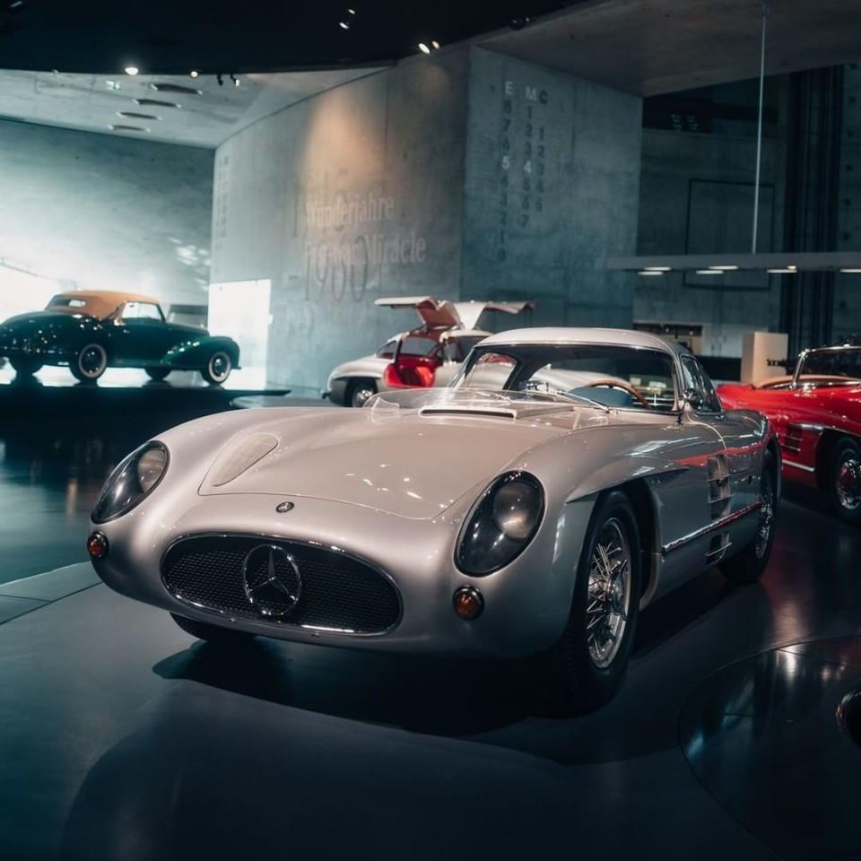Mercedes-Benz Museum(メルセデス・ベンツ博物館)