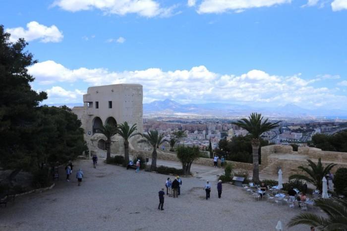 Castell de la Santa Bàrbara(サンタバルバラ城)