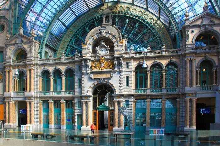 Station Antwerpen-Centraal(アントワープ中央駅)