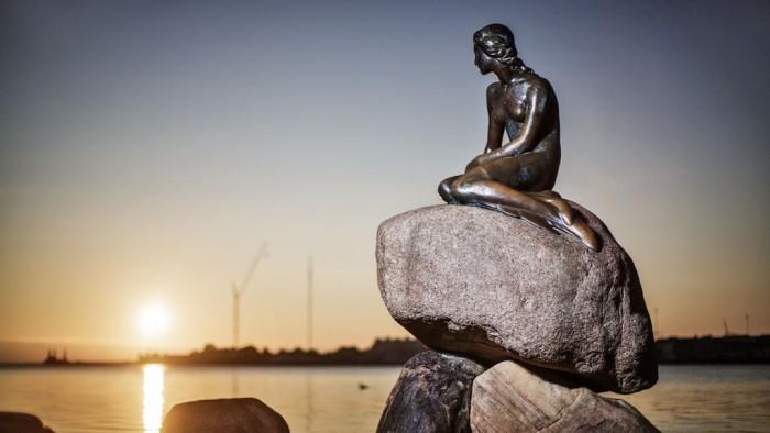 Den Lille Havfrue(人魚姫の銅像)