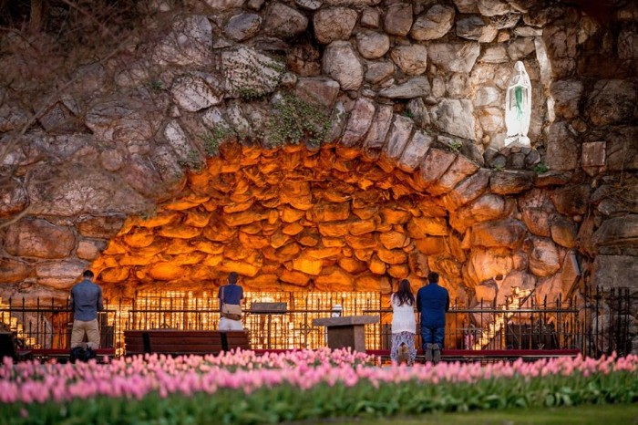 Cave of Our Lady Lourdes(聖母ルルドの洞窟)