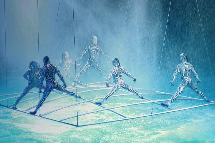 """""""O"""" by Cirque du Soleil(シルクドゥソレイユ「O」)"""