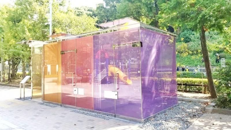 透明トイレ 代々木深町小公園